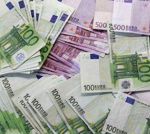 Nemokamai keisime grynuosius litus į eurus – 690 vietų