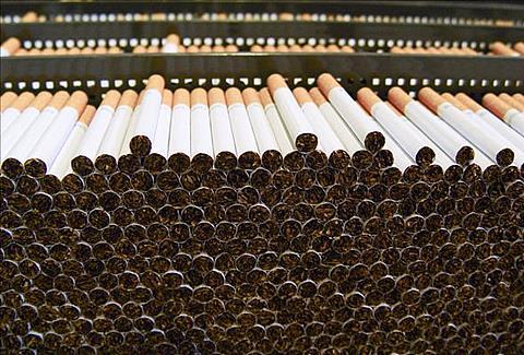 Kitais metais didės akcizas tabakui ir alkoholiui