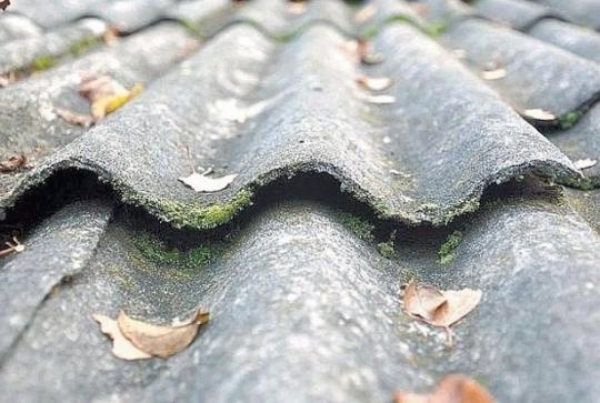 Kviečia kreiptis paramos asbesto stogams keisti