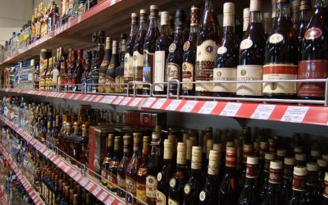 LLRI: daugėja šešėlio alkoholio ir cigarečių rinkose