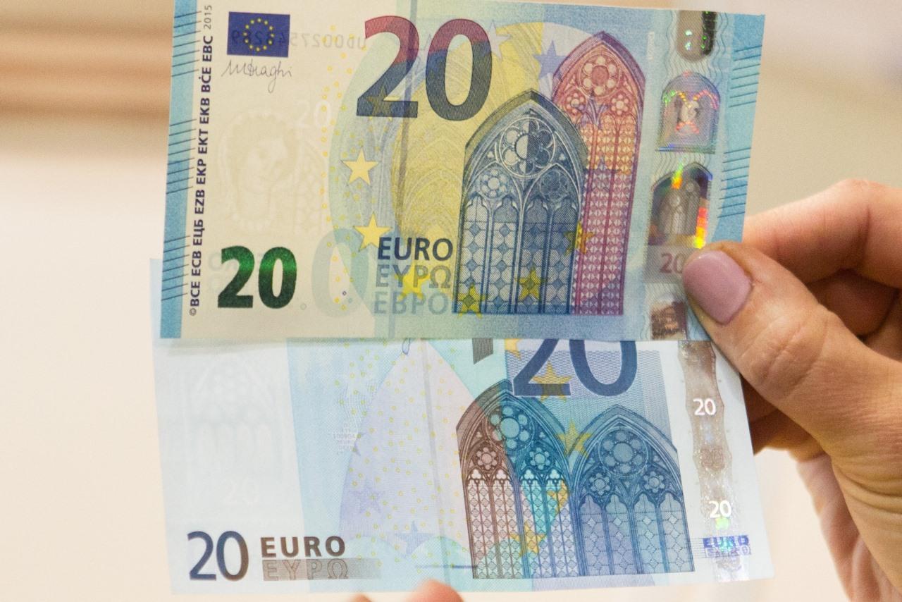 Rytoj apyvartą išleidžiamas naujasis 20 eurų banknotas (nuotraukos)