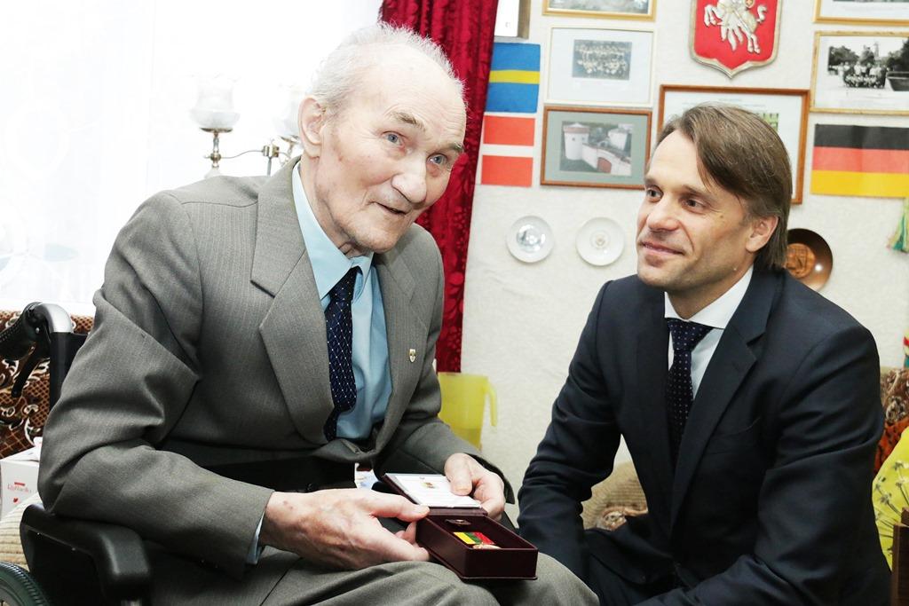 Tauragės rajono garbės piliečiui Marcelinui Zelbai už nuopelnus sportui įteiktas aukso medalis
