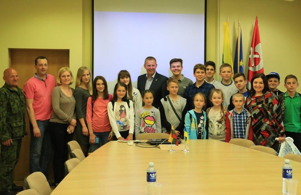 Ukrainiečiai ir Lietuvos jaunieji šauliai stovyklaus LDK Kęstučio batalione