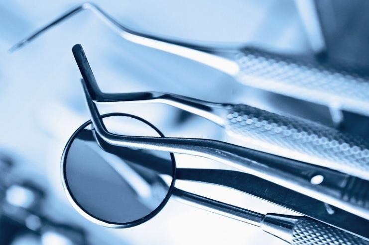 Dantų protezavimo išlaidoms kompensuoti papildomai skirta 20 000 Eur