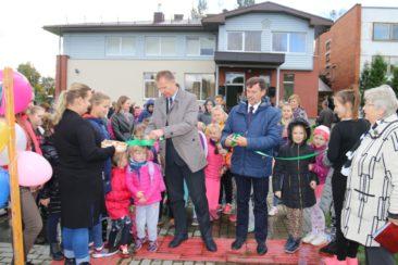Lomių bendruomenės parke atidaryta lauko treniruoklių alėja ir vaikų žaidimų aikštelė