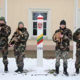 Sienos apsaugai pradedami rengti keturi jauni belgų aviganiai