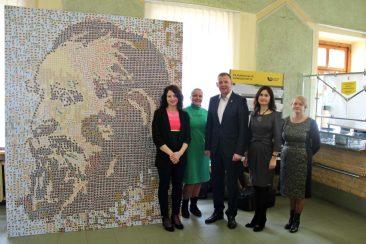 """Į Tauragę atvyko pašto ženklų mozaikoje """"atgimęs"""" tautos patriarchas"""