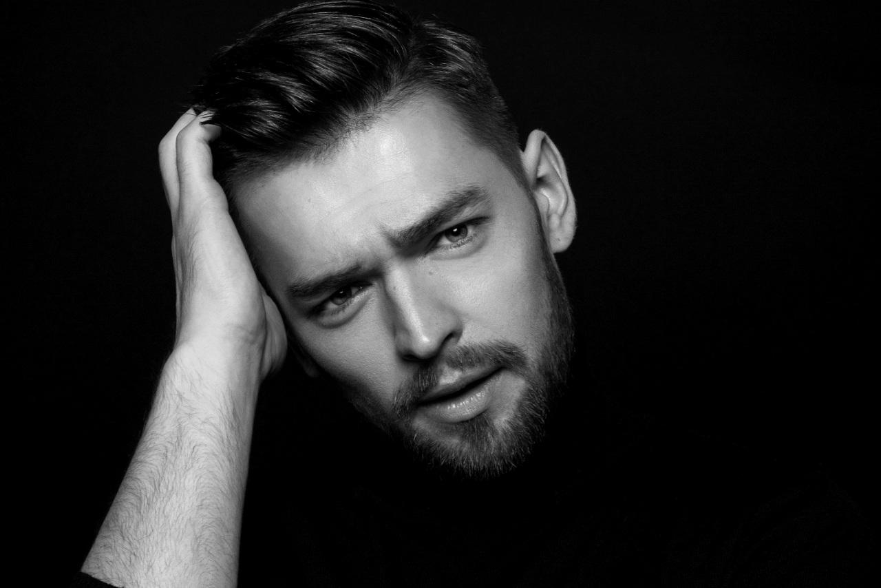 """Jurijus Veklenko pristato naują kūrinį """"Kartais"""" (video)"""