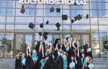 Aukštojo mokslo diplomai įteikti Kauno kolegijos Tauragės skyriaus absolventams