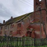 Plaškių bažnyčiai dengiamas laikinas stogas