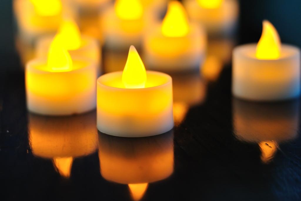 Artėjant vėlinėms: ką būtina žinoti apie elektronines žvakes